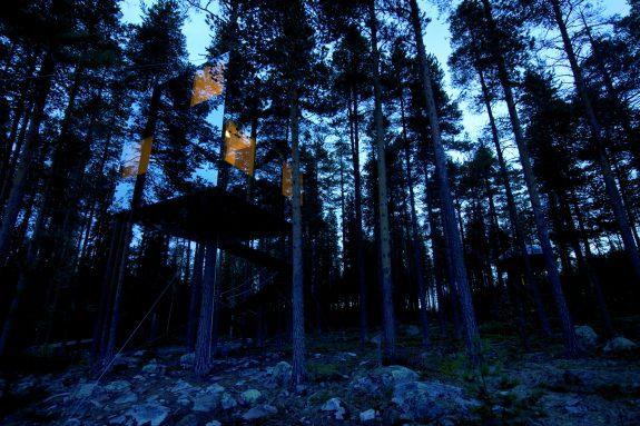 Mirror Cube Treehouse Boomhut Zweden