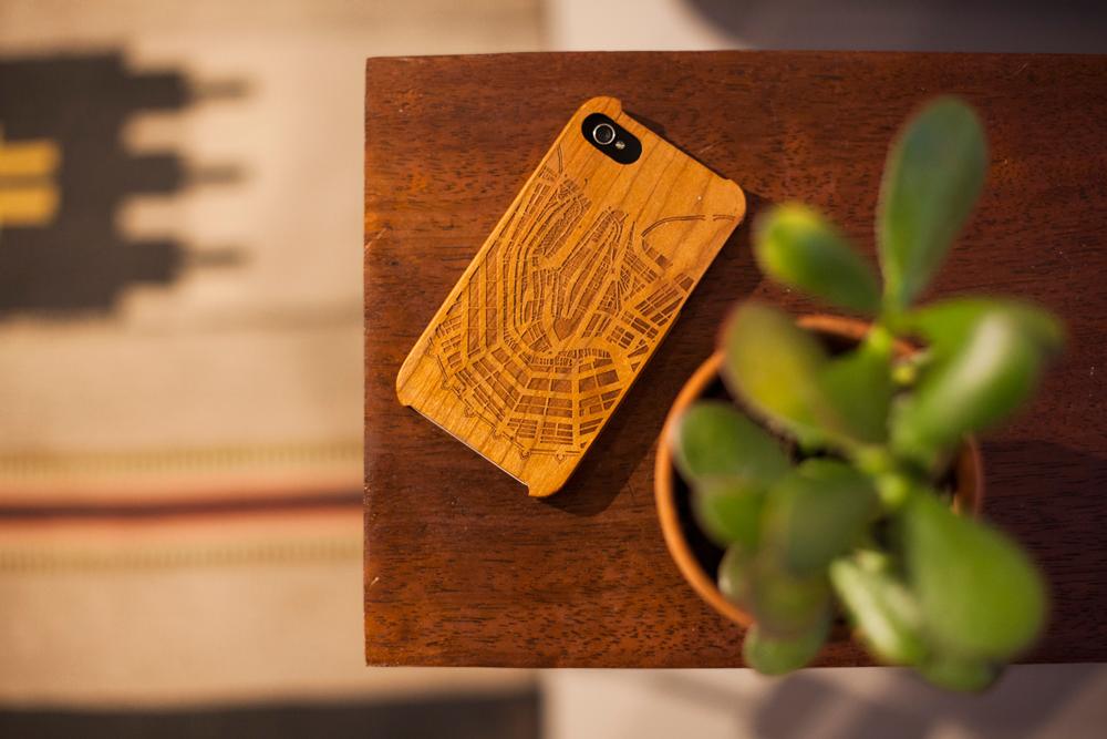 Stijlmagazine Engraved-phone-case-Photo-by-Eva-Leget- tattoos voor dingen